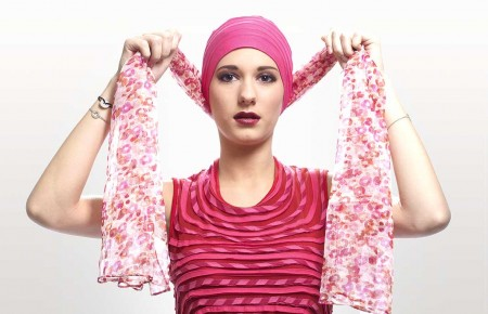 2) Passer votre foulard derrière la tête